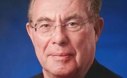 Headshot picture of Geoffrey Elliott